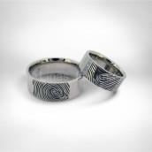 Vestuviniai žiedai • Baltas auksas 585, deimantai. Pirštų antspaudai išdeginti lazeriu