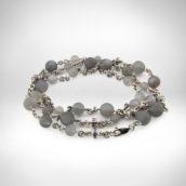 Vyriškas kaklo papuošalas Nr. 264 - baltas auksas 585, mėnulio akmuo, safyrai, juodi deimantai